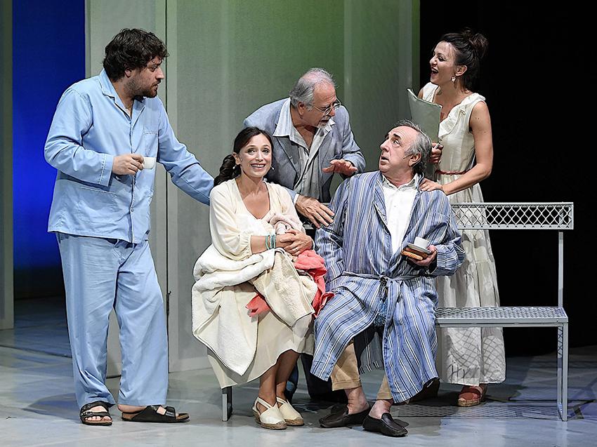 Teatro Bellini-Si nota all'imbrunire (Solitudine da paese spopolato)