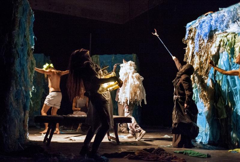 Teatri Associati di Napoli-La Luna